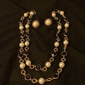 Classy gold pearl and black crystal necklace set